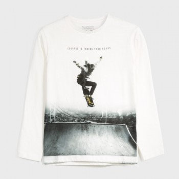 Tee Shirt Skater Jump